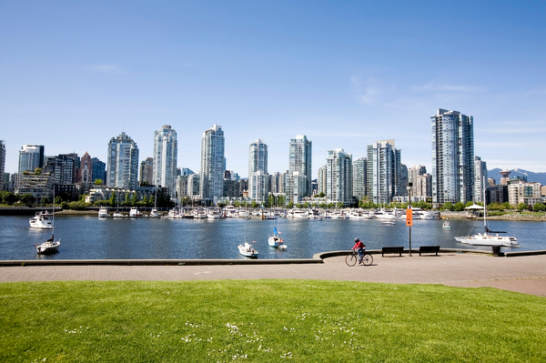 Blick vom False Creek auf Vancouver