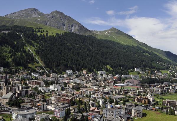 Blick von der Jakobshornbahn auf Davos