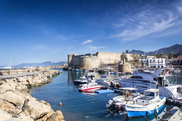 Alter Hafen vor dem Pentadaktylos-Gebirge in Kyrenia