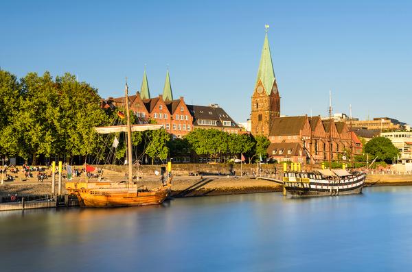Blick auf die Bremer Altstadt mit St.-Martini-Kirche