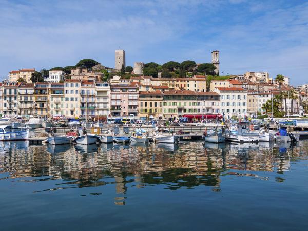 Blick auf Cannes mit Hafen