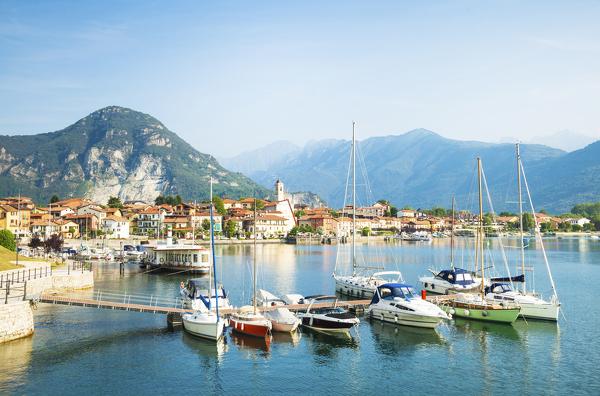 Malerische Berge, klares Wasser: Lago Maggiore