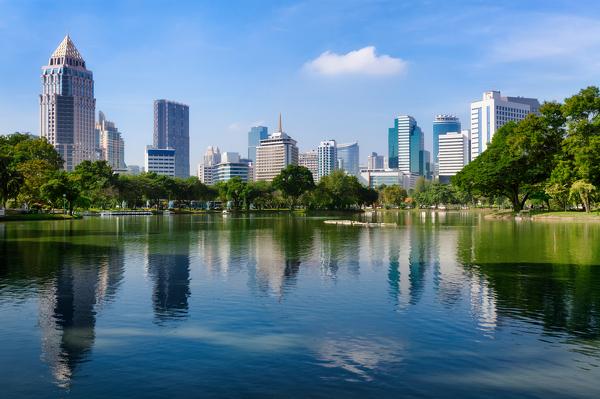 Blick auf das Viertel Bang Rak vom Lumphini-Park