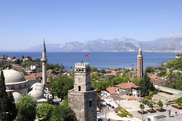 Blick über Antalya zum Meer
