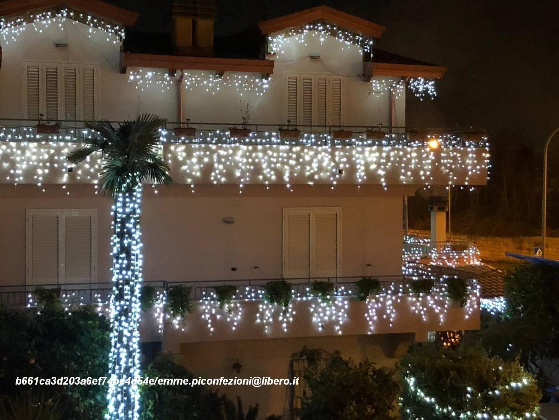Decorazioni Natalizie Wikipedia.Luci Di Natale Sui Balconi Addobbi Di Natale Sui Balconi Del