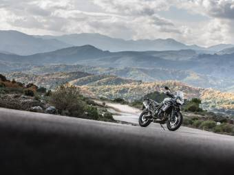 Triumph Tiger 800 XCx y XRx - Motorbike Magazine