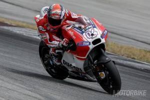Andrea Dovizioso Ducati Desmosedici GP15 test Sepang - Motorbike Magazine