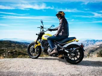 Triumph Scrambler vs. Scrambler Ducati - Motorbike Magazine