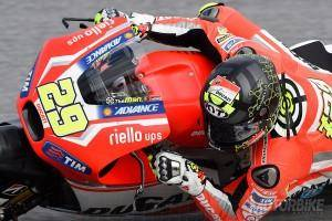 Andrea Iannone - Test Sepang - Motorbike Magazine