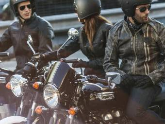 Black Weekend Triumph 2015 - Motorbike Magazine