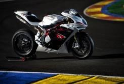 Rivales de la BMW S 1000 R HP4 - Motorbike Magazine