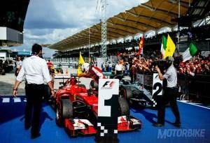 Sebastian Vettel Ferrari GP Malasia 2015 - Motorbike Magazine