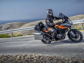 Face to face: KTM 1050 Adventure vs Suzuki V-Strom 1000 - Motorbike Magazine