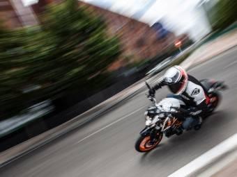 KTM Duke 390 accion