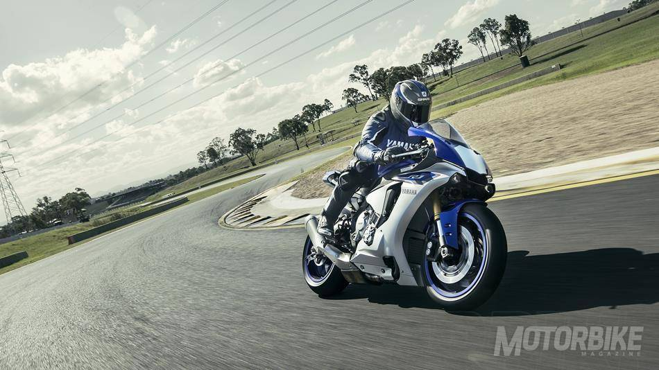 2015-Yamaha-YZF-R1-EU-Race-Blu-Action-005