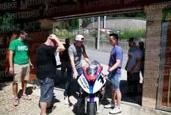 Dani Rivas Aleix Pol Espargaro entrega moto