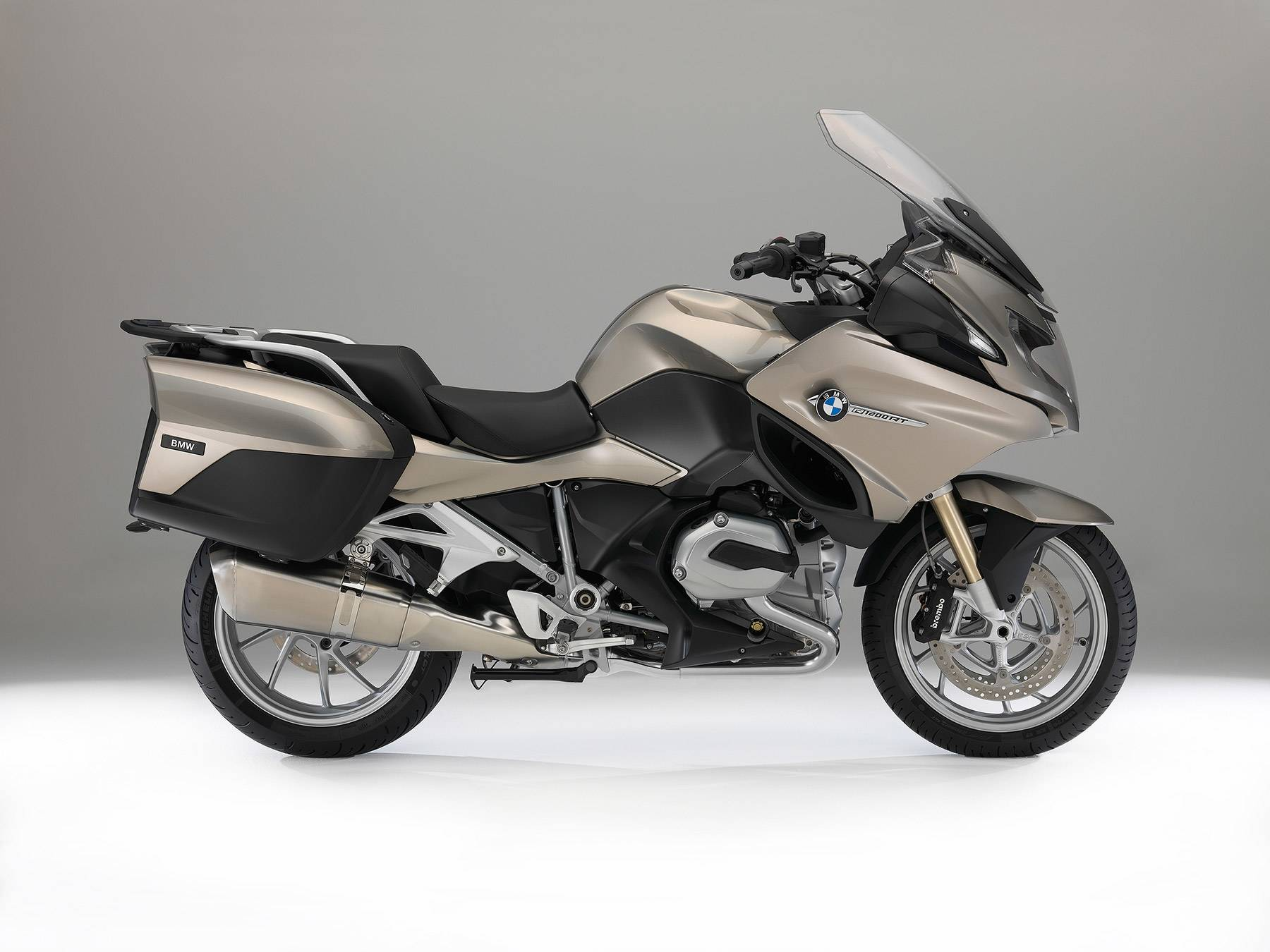 https://s3-eu-west-1.amazonaws.com/cdn.motorbikemag.es/wp-content/uploads/2015/12/BMW-R-1200-RT-Estudio.jpg