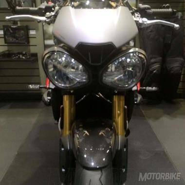 Triumph-Speed-Triple-Mosca-1