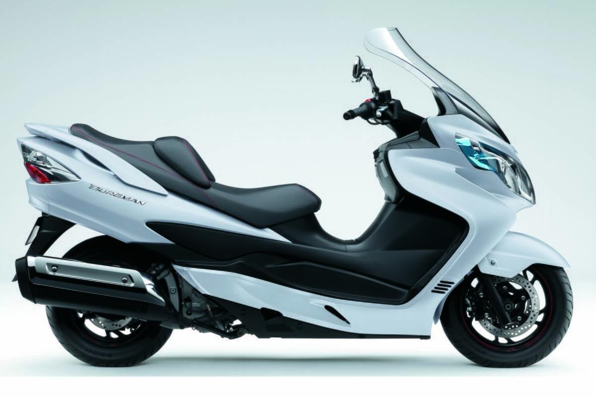 Comparativa scooter 400: Suzuki Burgman, SYM Maxsym y Yamaha
