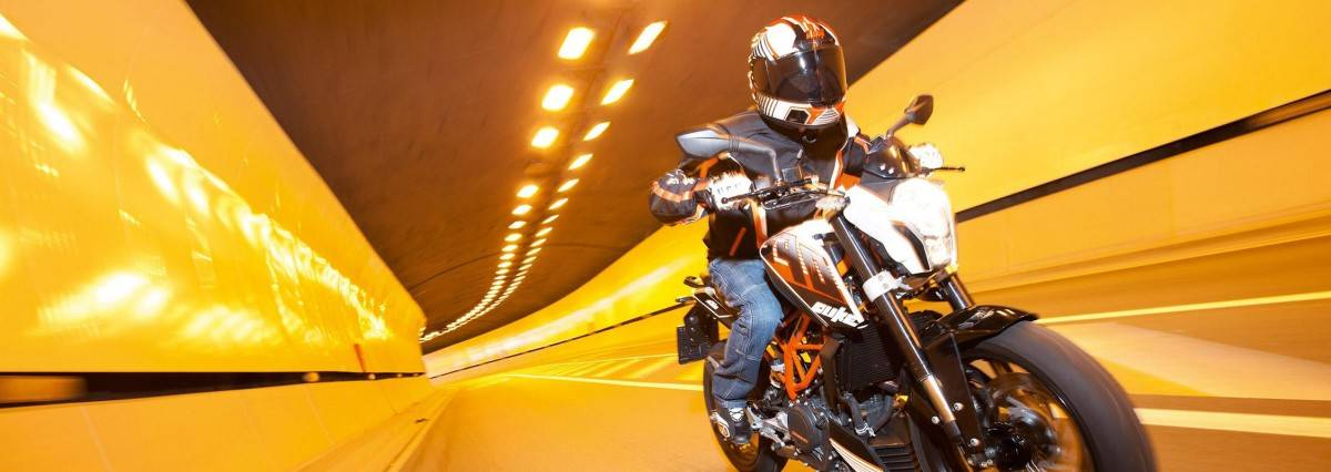 Kawasaki Z300 vs KTM 390 Duke