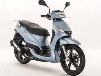 peugeot tweet evo 125 light blue paris 2016