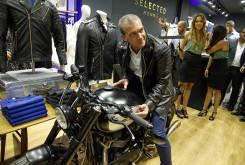 Antonio Banderas Triumph T100 Macco Motors 01
