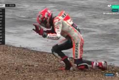 MotoGP Silverstone 2016 Caida Marquez Q2 06