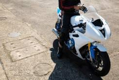 triumph thruxton white bike 13