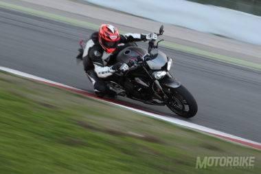 Prueba-Triumph-Street-Triple-RS-2017-Circuito-Montmelo-02