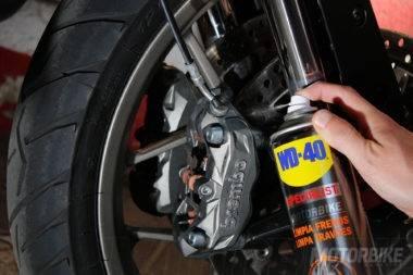 WD-40-Motorbike-Magazine-limpia-frenos-21