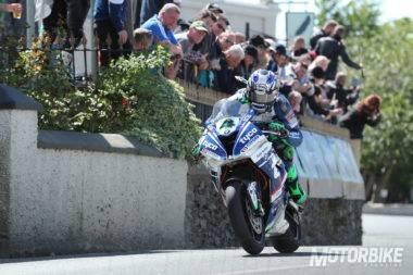 Ian-Hutchinson-Superbike-IOMTT-2017_01