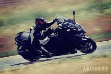Comparativa Yamaha TMAX SX 2017 vs KYMCO AK 550 2017