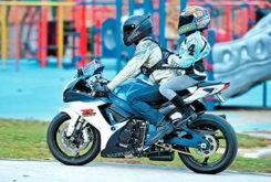 MBKpasajeros niñosmo en moto 35