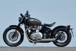 Triumph Bonneville Bobber vs Moto Guzzi V9 Bobber 15