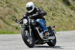 Triumph Bonneville Bobber vs Moto Guzzi V9 Bobber 24