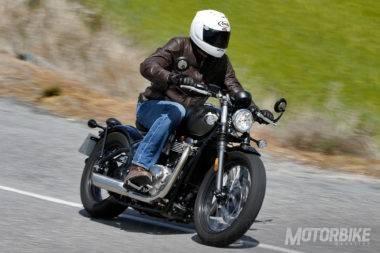 Triumph Bonneville Bobber vs Moto Guzzi V9 Bobber_25