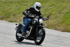 Triumph Bonneville Bobber vs Moto Guzzi V9 Bobber 26