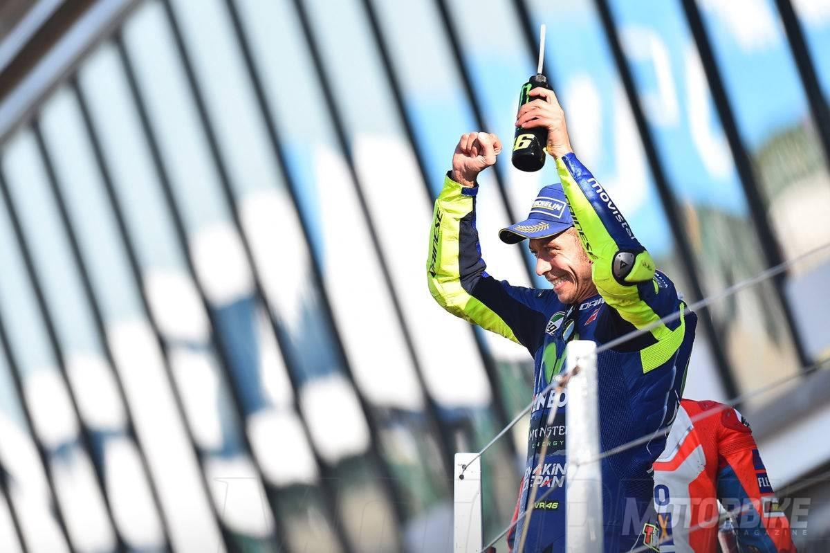 Valentino-Rossi-MotoGP-Silverstone-2017-podio