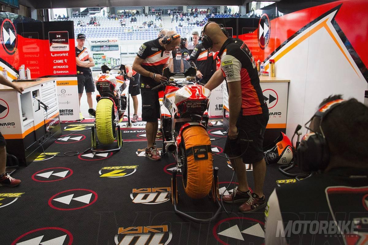 Forward Racing-Moto2 2017_01