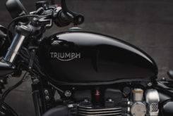 Triumph Bonneville Bobber Black 2018 23
