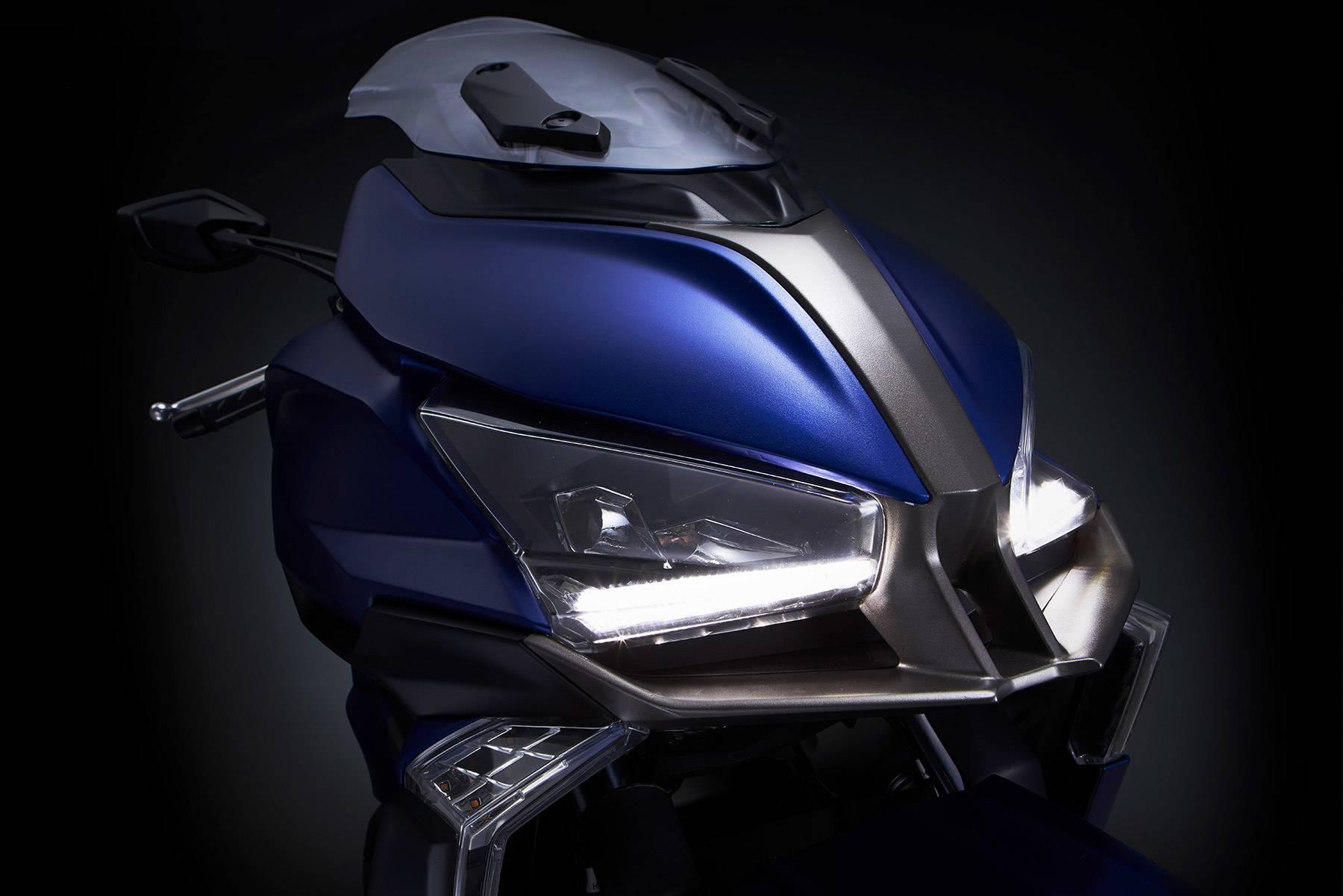 KYMCO Xciting 400 S 2018 y KYMCO CV2, CV3 Concept - Motorbike Magazine