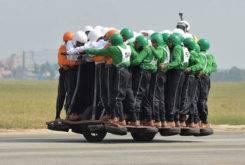 record 58 personas moto india 34