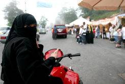 saudi woman motorcycle2