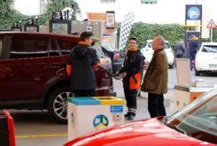 Marc Marquez Dani Pedrosa camara oculta gasolinera 08