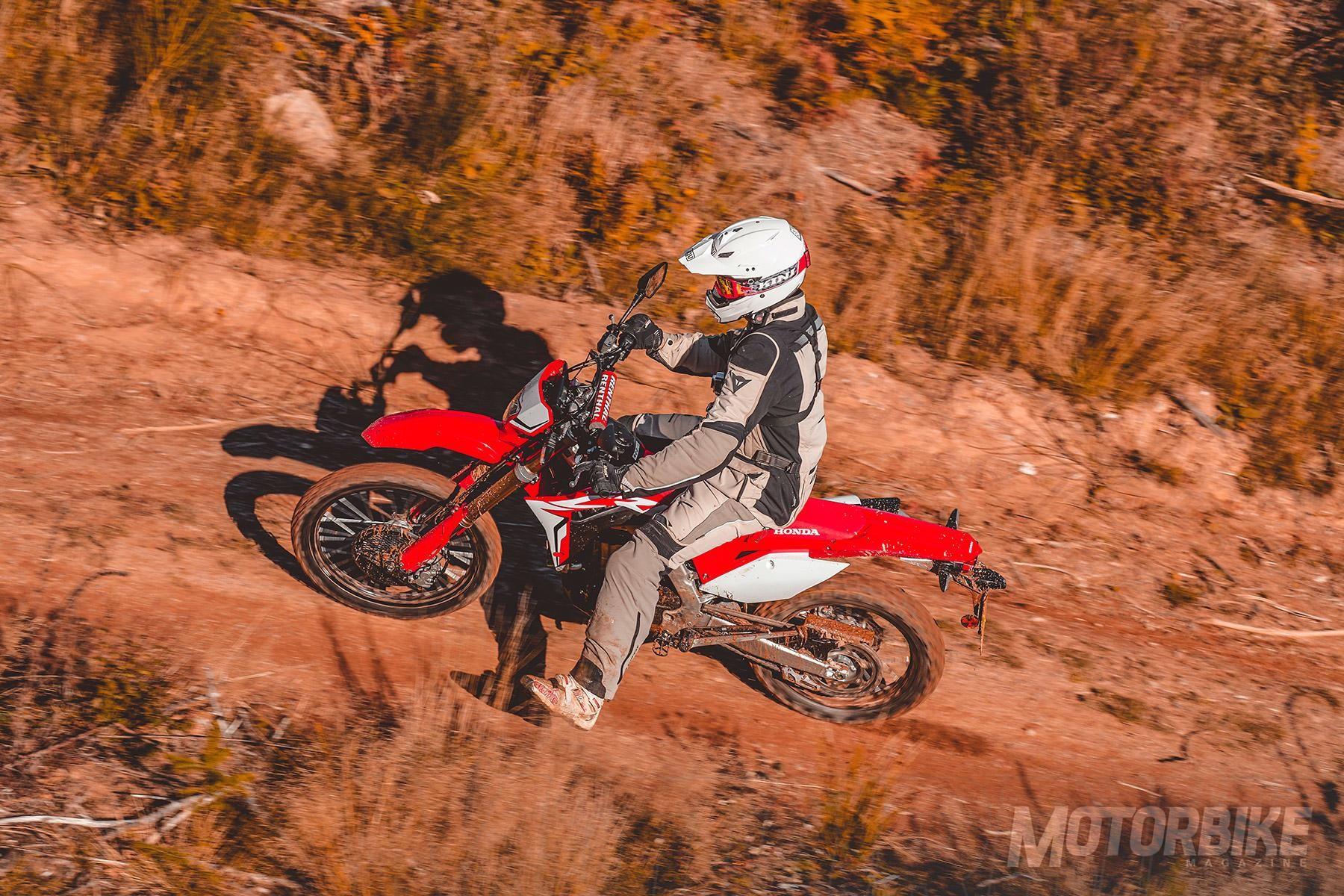 129fb0a97f7 Seguimos con Honda, ya que existen otras motos A2 en la marca del ala  dorada con un carácter puramente trail y en dos cilindradas.