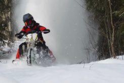 Kawasaki KX450F Suzuki GSX R1000 nieve