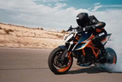 KTM 1290 Super Duke R 2020 teaser (1)