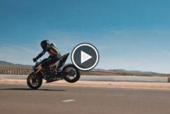 KTM 1290 Super Duke R 2020 teaser play