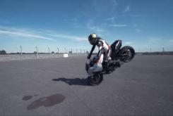Suzuki Katana Sarah Lezito stunt 05