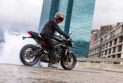 Triumph Street Triple R 2020 01